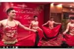 Video: 5 thầy giáo mặc áo yếm nhảy chào Xuân 2017 gây 'bão mạng'