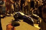 Giật điện thoại Iphone 6, tên cướp bị cô gái quật ngã giữa đường