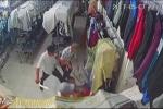 Nhóm côn đồ dùng kiếm truy sát, chém  gục nhân viên bán quần áo