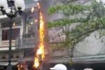 Hàng loạt cột điện liên tiếp phát nổ ở Quảng Ninh