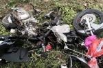 Xe tải lao vào xe máy, 3 người trong một gia đình thương vong