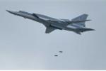 Máy bay ném bom tầm xa Nga không kích tan tành trung tâm chỉ huy IS