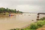 Tàu chở cát đâm sập cầu ở Thanh Hóa, 4 người rơi xuống sông