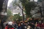 Cửa hàng đồ gỗ bốc cháy ngùn ngụt trên phố Hà Nội