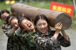 Những bài khổ luyện như biệt kích của nữ tiếp viên Trung Quốc