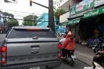 """Hinh anh Bien bao, den tin hieu giao thong """"nup"""" bong cay, tai xe keu troi 7"""