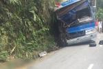Xe chở học sinh đâm vách núi ở Tam Đảo: Cú sốc của 2 học sinh mất mẹ