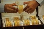Giá vàng hôm nay 5/8: Bất ngờ giảm mạnh, thị trường bán thốc bán tháo