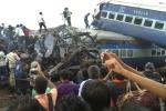 Tàu hoả trật bánh ở Ấn Độ, ít nhất 23 người chết