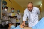 Sự thật gây sốc của bác sỹ 20 năm chữa trị bệnh nhân HIV