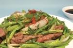 Cách chế biến rau cần với thịt bò thơm ngon nhất