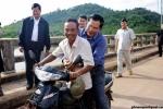Đi xe máy không đội mũ bảo hiểm, Thủ tướng Campuchia lĩnh vé phạt