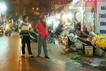 Video: Chống nạng còn bị những kẻ cướp vỉa hè đẩy xuống đường giữa xe cộ vun vút