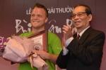 'Ông Tây móc cống' được trao giải Vì tình yêu Hà Nội