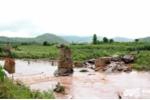 Cầu bị cuốn trôi tại Đắk Lắk: Kéo dây cáp tiếp tế lương thực cho dân