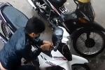 Video: Tên trộm phá khóa xe máy bất thành ở Đồng Nai