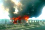 Xe khách bốc cháy trên cao tốc, tài xế bung cửa thoát thân