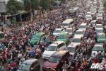Hàng ngàn phương tiện chôn chân nhiều giờ liền ở cửa ngõ Sài Gòn