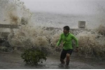 Siêu bão Sarika khiến đảo Hải Nam tê liệt