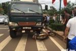 Xe tải phóng nhanh gây tai nạn liên hoàn, một phụ nữ bị cán nát chân