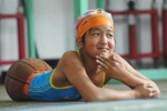 Bị mất cả 2 chân, cô gái xinh xắn vẫn giành Huy chương Vàng bơi lội