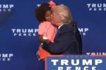 Video: Bé gái từ chối màn thơm má của Donald Trump