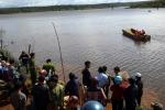 Lật bè, gia đình 3 người mất tích trên hồ thủy điện