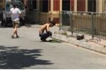 Xôn xao clip người đàn ông xông hơi giữa trời nắng nóng ở Hà Nội