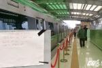 'Cấm' tham quan ga đường sắt trên cao vào Chủ nhật, nhiều người bức xúc chửi thề: 'Ngu dốt'
