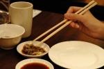 Cảnh báo: Ẩn họa đũa ăn nhanh tẩm hóa chất, dùng một lần nguy hại cả đời
