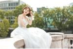 Khoe ảnh cưới chụp tại 3 quốc gia, hot girl Tú Linh khiến fan Man Utd 'đau đớn'