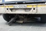 Người phụ nữ chết thương tâm dưới gầm xe container