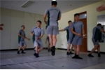 Một buổi học ba lê của các binh sỹ Hàn Quốc