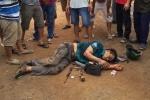 Trộm chó bị người dân bắt được với bộ đồ nghề bắt chó mang trên người ///  Ảnh: Lê Lâm