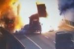 Đâm vào xe đầu kéo, xe tải chở sơn nổ như bom trên cao tốc