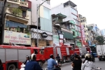 Cháy lớn ngôi nhà 5 tầng trong phố Bạch Mai