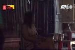 Clip: Gái mại dâm kê ghế ngồi vẫy khách công khai trên phố Sài Gòn