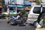 Ô tô 'điên' tông hàng loạt xe máy trên phố Sài Gòn