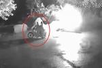 Video: Nghi vấn mâu thuẫn làm ăn, ném bom xăng đốt máy xúc trong đêm