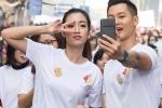 Hoa hậu Mỹ Linh gây sốt khi vừa chạy vừa chụp hình cùng Đức Tuấn