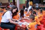 Top 40 thí sinh Hoa hậu Bản sắc Việt tặng quà Làng trẻ em SOS Thanh Hóa