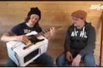Chàng trai Nga 'hô biến' lò vi sóng thành đàn guitare