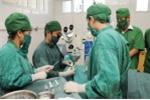 20 bác sỹ căng mình cứu bé trai có 4 chân, 2 dương vật