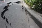 Xuất hiện 'hố tử thần' khủng giữa phố Sài Gòn