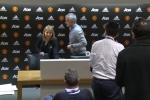 Mourinho họp báo 11 giây, nói đúng 1 từ