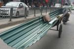 Nhan nhản những kẻ lê 'máy chém' sẵn sàng cắt cổ người đi đường ở Hà Nội