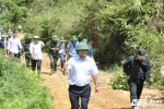 Để vào hiện trường sạt lở bãi vàng thảm khốc, phải đi hơn 10km lầy lội