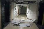 Mưa giông lớn ở Hà Nội: Gió lùa đánh sập trần chung cư