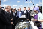 Video: Tổng thống Putin bỏ tiền túi mua kem đãi cấp dưới
