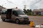 Lao vào xe chở quan tài, 2 người nhập viện nguy kịch